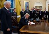 TT Trump ký sắc lệnh